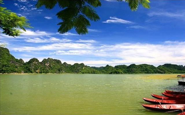 Khung cảnh non nước hữu tình của hồ Quan Sơn